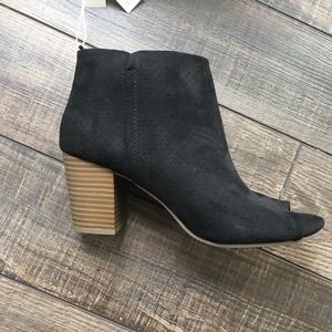 Peep toe black suede bootie, old navy size 10, NWT